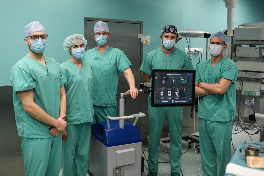 Chirurgom z Międzylesia pomaga najnowocześniejszy na świecie robot