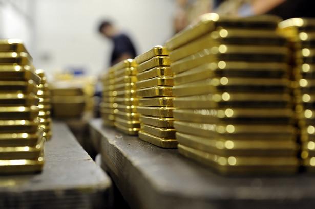 Produkcja sztabek złota w Argor-Heraeus SAw w Mendrisio w Szwajcarii