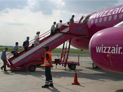 Wizzair zmienia politykę bagażową. Przedstawiciel linii nie wyklucza, że w przyszłości sam bilet będzie darmowy, a pasażerowie będą płacić za usługi dodatkowe