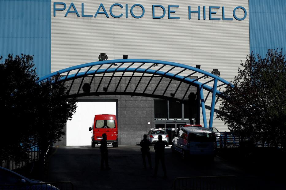 A madridi műjégpályának otthont adó épület halottasházzá vált / MTI/AP/Bernat Armangue