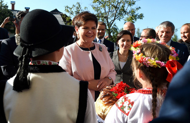 Premier Beata Szydło spotkała się z przedstawicielami polskiej mniejszości w Domu Polskim w Nowym Sołońcu