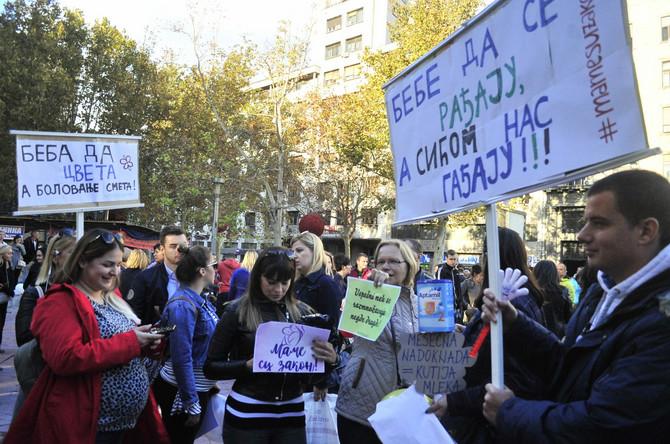 Trudnice su protestovale zbog novog zakona o finansijskoj podršci porodici s decom
