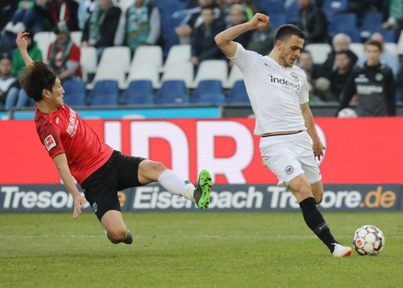 Trenutak kada Kostić postiže pogodak za 3:0