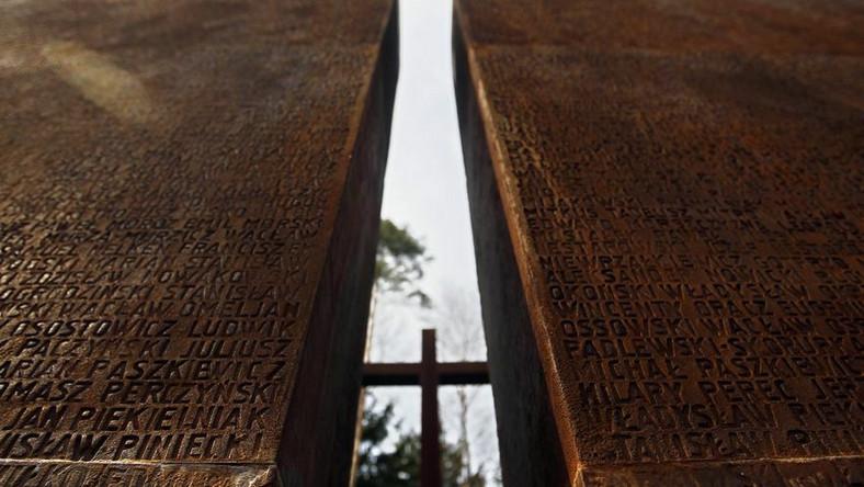 Rodziny ofiar modlą się w Katyniu
