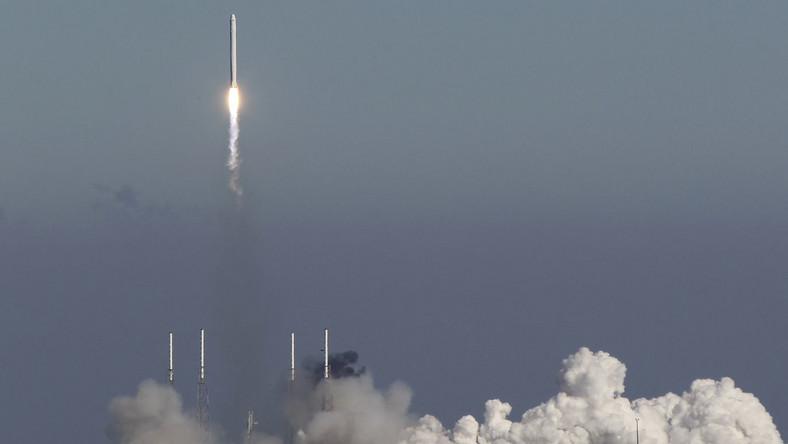 Pierwszy prywatny statek kosmiczny na orbicie