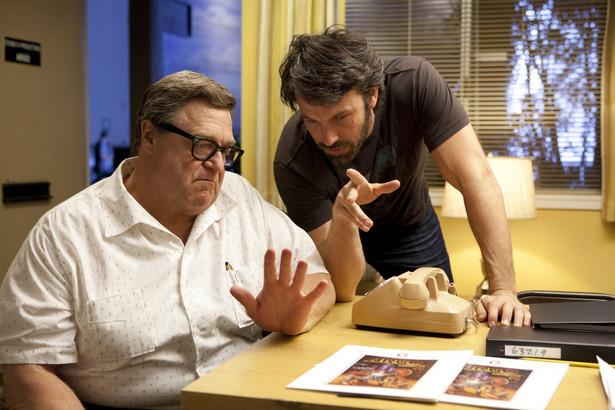 "John Goodman i Ben Affleck w filmie ""Operacja Argo"""