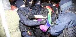 Wywieźli kobiety nocą poza Warszawę. Tak tłumaczy się policja