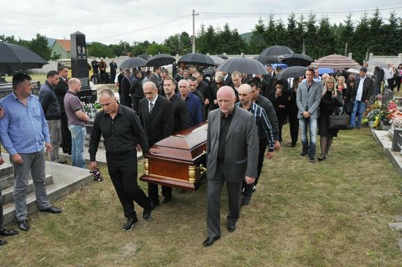 Na groblju u Kočanima od Butorovića se oprostilo oko dve hiljda ljudi
