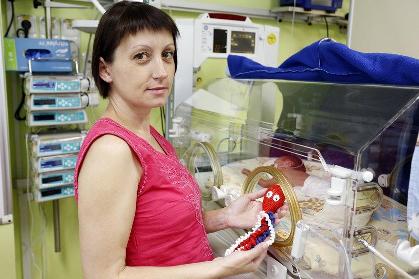 Ruda Śląska. Bawełniane ośmiorniczki dla wcześniaków