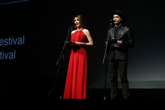 Voditelji programa: Dragana Mićalović i Slaven Došlo