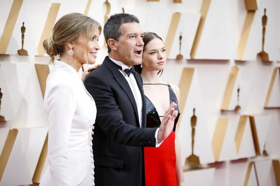 Antonio Banderas sa ćerkom i devojkom