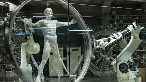 """W serialu """"Westworld"""" roboty zyskują świadomość"""