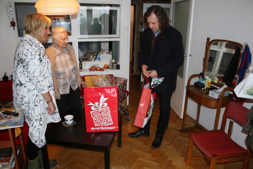 Prezydent Sopotu Jacek Karnowski z wizytą u seniorki pani Elżbiety