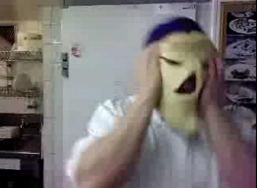Piekarze bezcześcili chleb