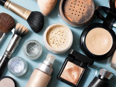 Robimy zakupy w coraz bardziej zaawansowany technologicznie sposób. Dotyczy to również kupowania kosmetyków.