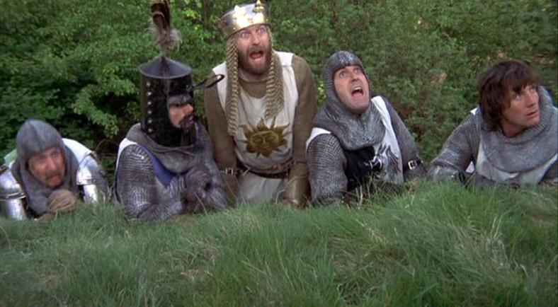 """""""Monty Python i Święty Graal"""". Kadr z filmu"""