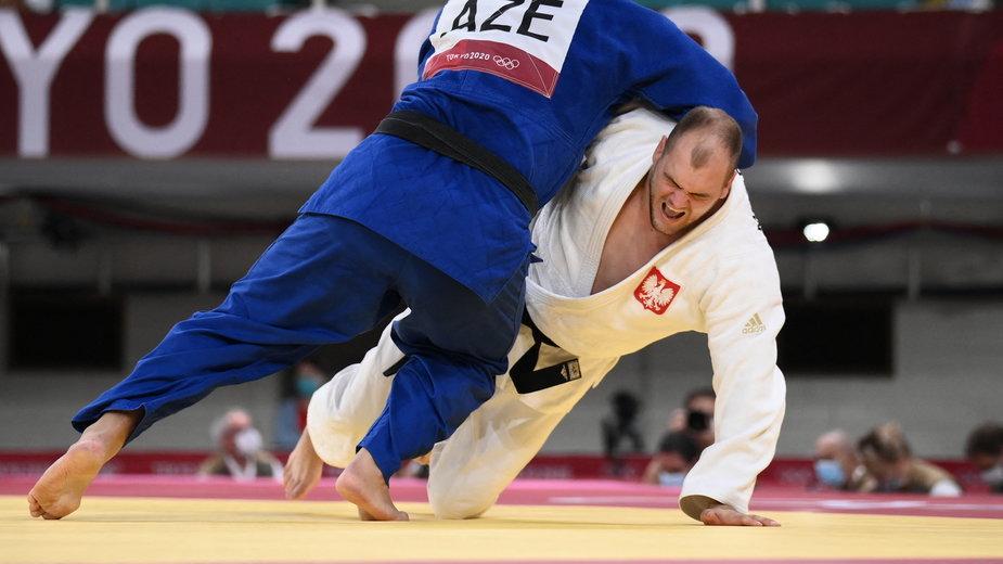 Maciej Sarnacki w trakcie pojedynku z Ushangim Kokaurim
