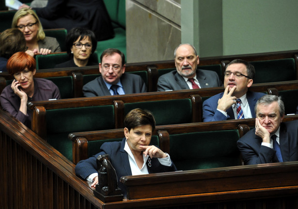 Politycy PiS podczas posiedzenia Sejmu