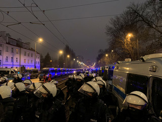 Trzy osoby zatrzymane. Policja podsumowuje niedzielny protest w Warszawie