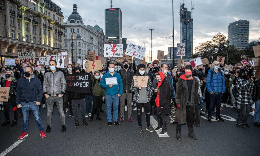 Nowe zasady kwarantanny domowej. GIS apeluje do protestujących