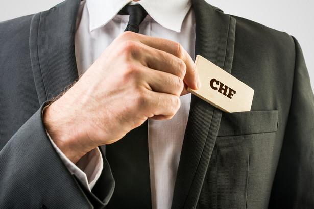 Ekonomista tłumaczył, że wątpliwe jest, by wszystkie banki zaczęły nagle postępować zgodnie z rządowymi rekomendacjami.