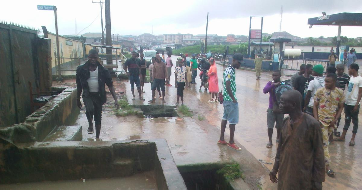 Flood sweeps 11-year-old boy, rescuer to death, destroys property in Lagos - Pulse Nigeria