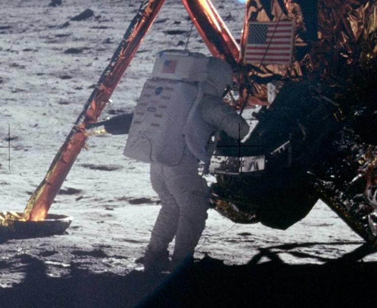 Nil Armstrong na Mesecu