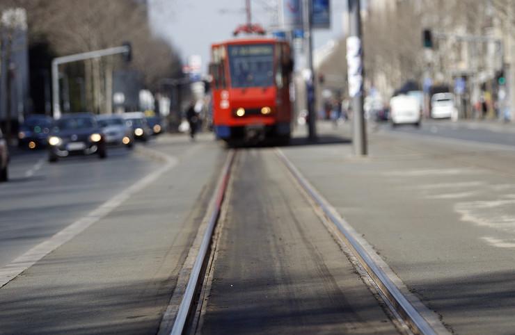 Tramvaj zgažen pešak bulevar