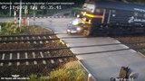 Ujawnili drastyczny film z wypadku na przejeździe. Co za nieuwaga kierowcy!