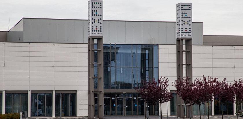 Dramatyczna sytuacja epidemiologiczna: Otwierają szpital tymczasowy w hali Expo