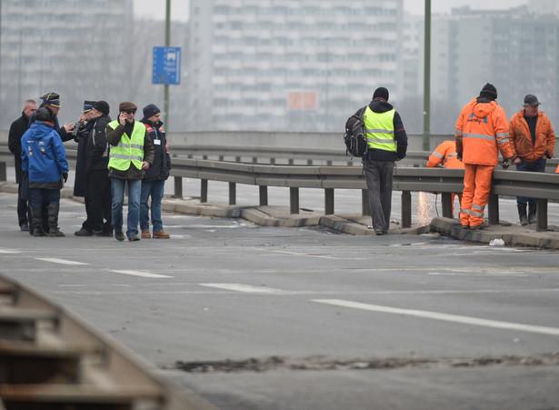Prace po pożarze mostu Łazienkowskiego