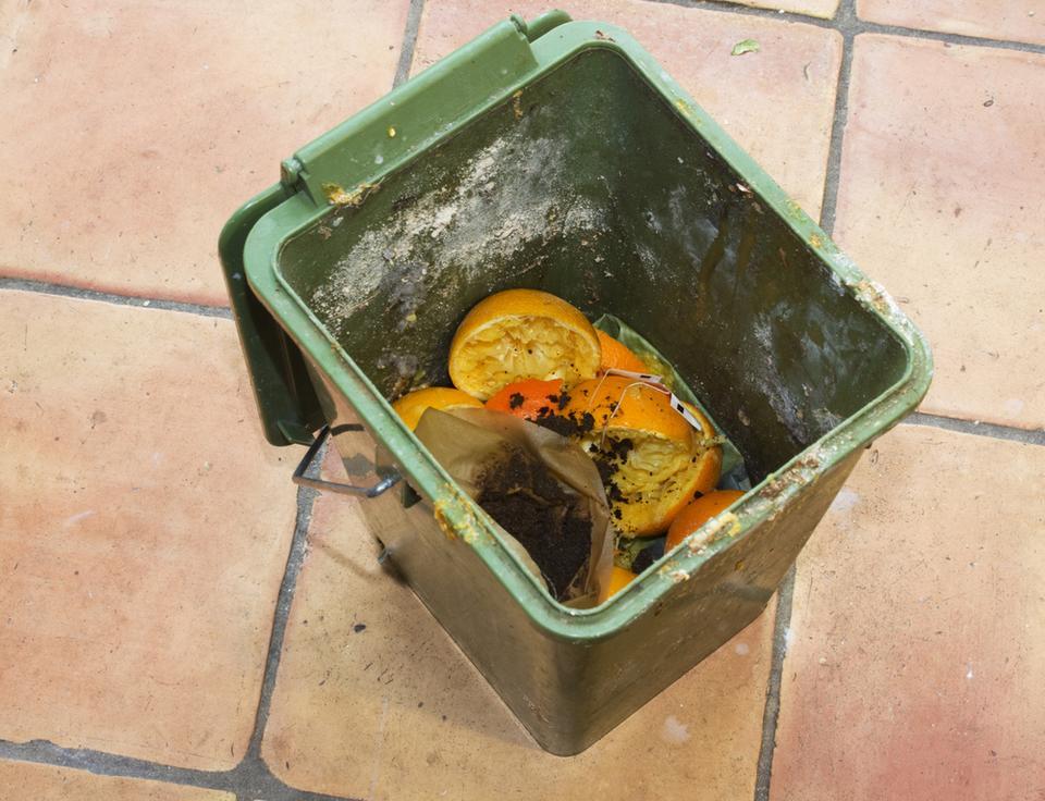 2. Jak pozbyć się przykrego zapachu z kosza na śmieci