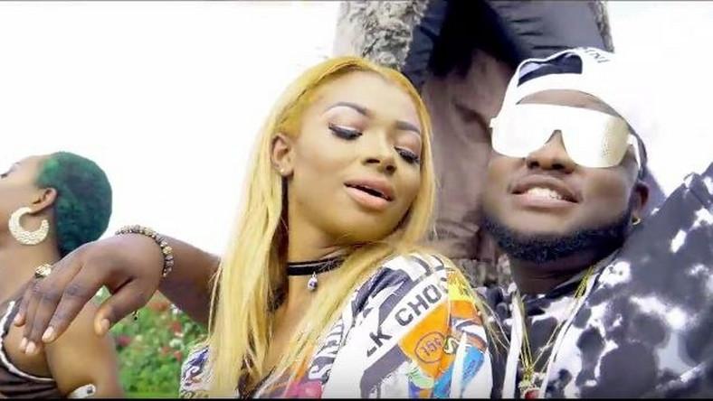 Skales Rapper in crazy pool party for 'Lo le' visual - Pulse Nigeria