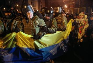Ukraina: Przepychanki nacjonalistów z policją na Majdanie