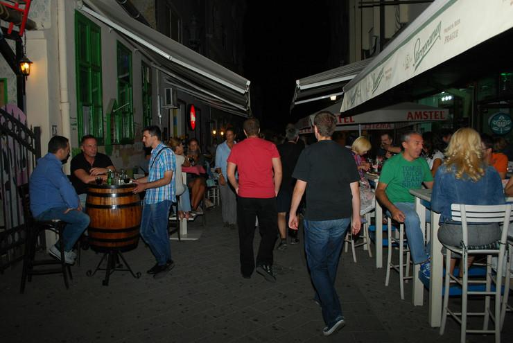 356923_novi-sad1453-laze-teleckog-ulica-kafici-nocni-provod-foto-nenad-mihajlovic