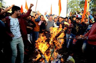 Radykalny nacjonalizm w ojczyźnie swastyki. Indie wkraczają na brunatną drogę