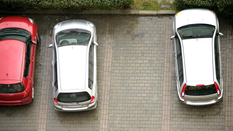 Powiększona strefa płatnego parkowania to także korzyści dla mieszkańców Poznania - zapewnia urząd