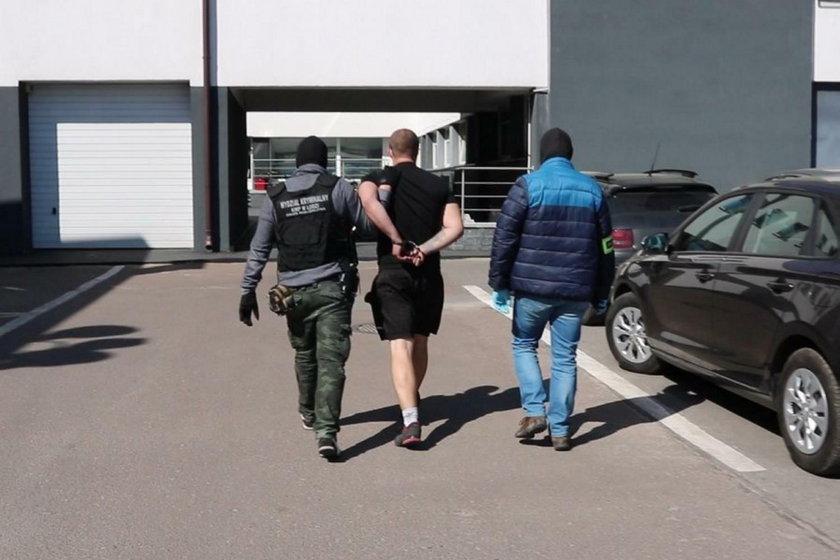 Hejter z Łodzi groził śmiercią policjantom. Miał pistolet i nóż