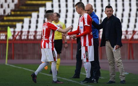 Ivan Ilić ulazi u igru umesto Plavšića i postaje najmlađi prvotimac Zvezde