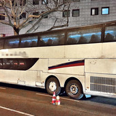 """ULJE CURI, PUN ZAKRPA, VOLAN RADI SA ZADRŠKOM Nemačka policija bila je šokirana kakav autobus vozi putnike za Srbiju, naši stručnjaci kažu: """"To sve oslikava"""""""