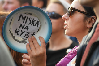 Protest pracowników pomocy społecznej w Warszawie: 'Kto zostanie na etacie, jeśli wy o MOPS nie dbacie'