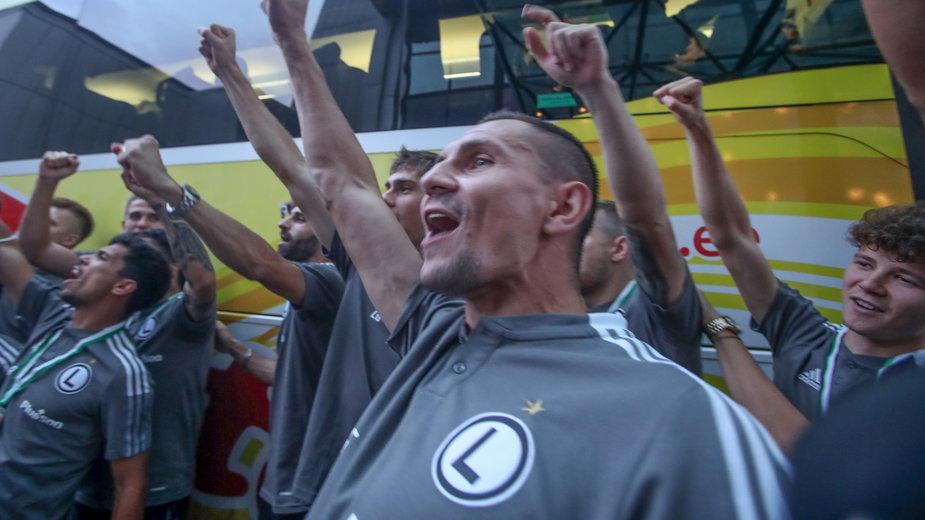 Piłkarze Legii po awansie do 3. rundy el. Ligi Mistrzów UEFA. Na pierwszym planie Artur Jędrzejczyk