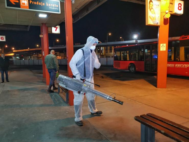 Dezinfekcija perona Glavne autobuske stanice u Nišu