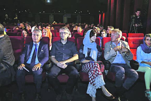 Ambasador Dragan Todorović, Vuk Ršumović, Ana Tomović i Miroljub Vučković u Teheranu