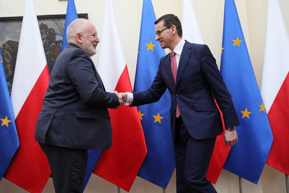 Morawiecki i Timmermans dyskutują o zmianach w polskim sądownictwie