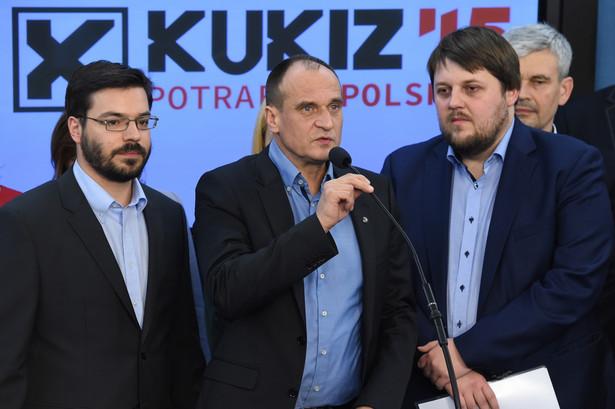 Paweł Kukiz w otpczeniu polityków z Kukiz'15