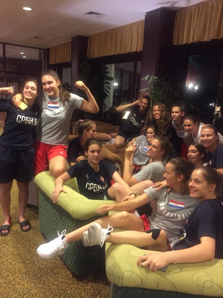 Mlade košarkašice Srbije i Hrvatske