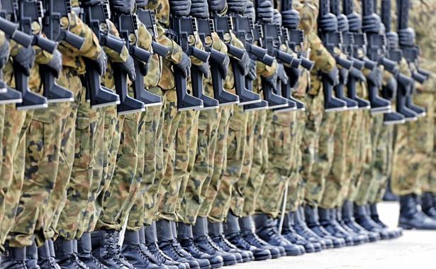 Pracownicy cywilni wojska zapowiadają, że w kolejnym roku również będą walczyć o podwyżki.