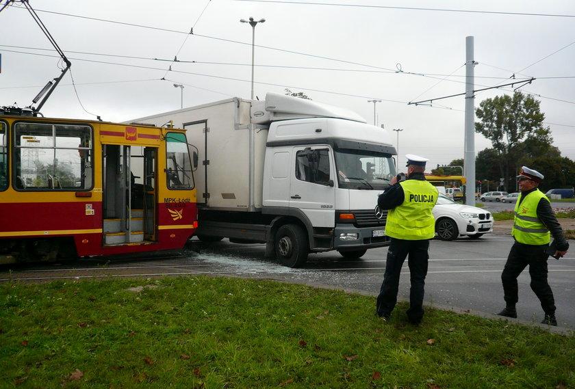 zderzenie tramwaju z ciężarówką