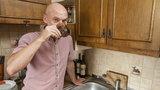 Pijcie wodę z kranu! Radny z Katowic apeluje do wyborców